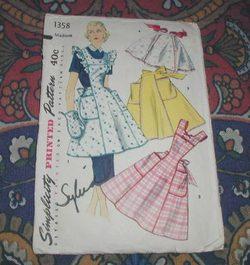 Vintage_aprons_1